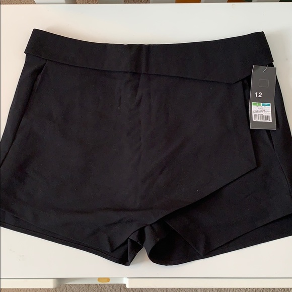 Mossimo Supply Co. Pants - Black Mossimo skort with pockets. NWT. Size 12.